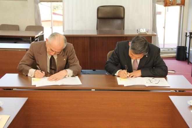 『協定書にサインする』の画像